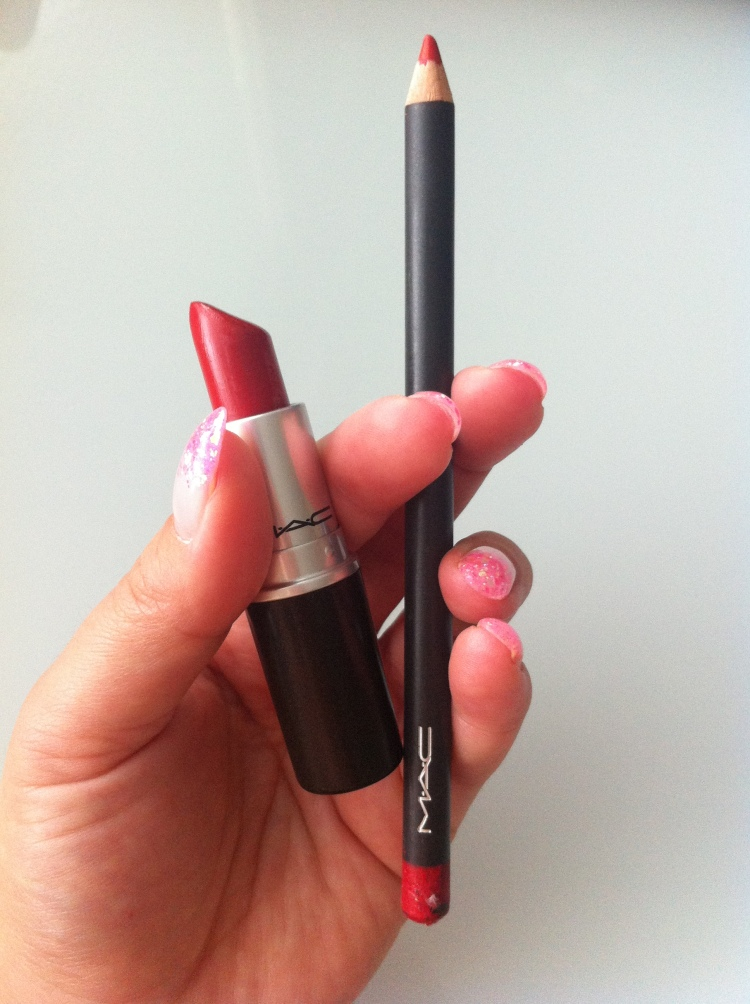 Vasemmalta: MAC huulipuna  Lady Bug + Mac huultenrajauskynä REDD.