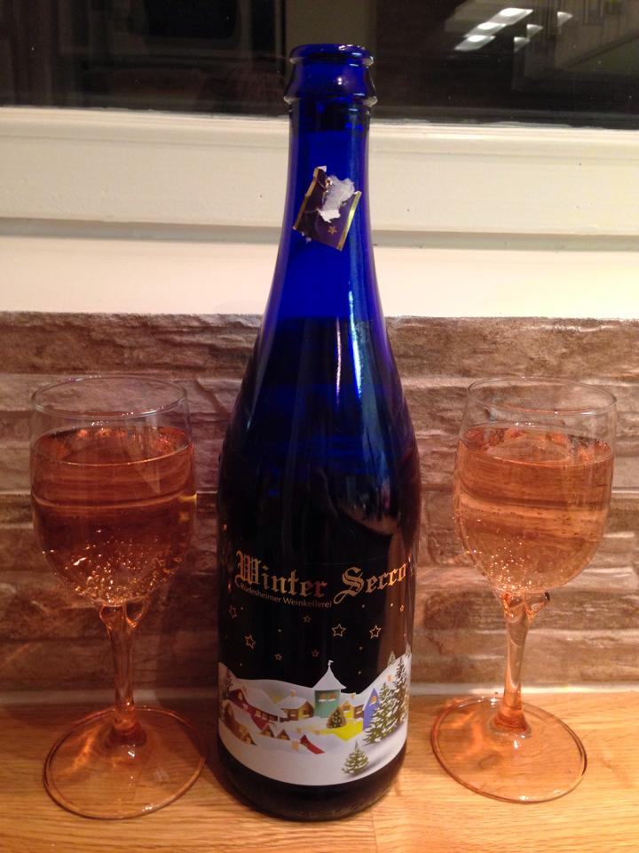 Winter Secco , makea kuohuviini sopii hyvin tarjolle talven ja joulun tarjoiluihin. Kuohuvassa on piristykseksi kerrankin ruuvattava korkki.