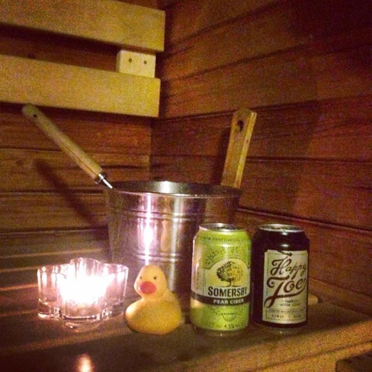 Saunailtamme ajoittui earth hourille joten rentoudimme kynttilän valossa:)