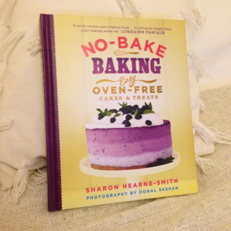 NO-BAKE BAKING, easy oven-free cakes and treats. NAMSKIS mitä ohjeita sisältä löytyykään. Ja mikä parasta, leivonnan lisäksi tulee testattua myös kielipäätä!